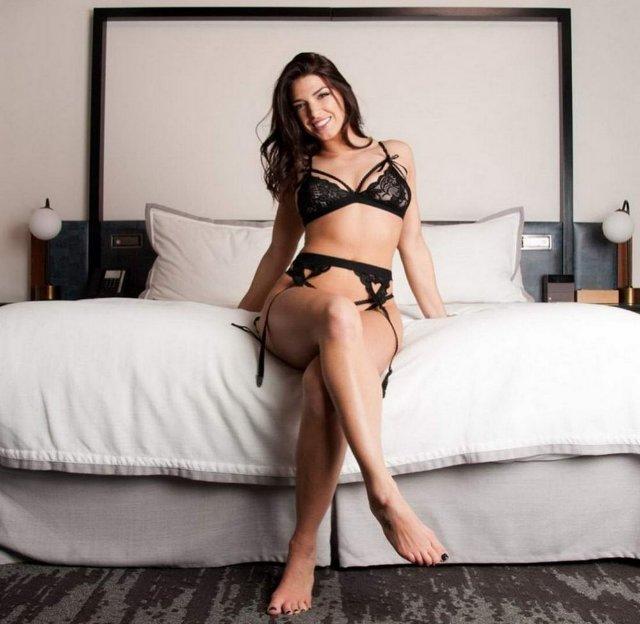 Сексуальные девушки в спальнях (40 фото)