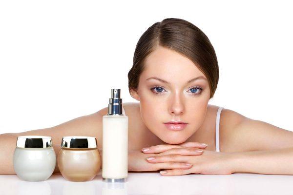 Продлить молодость кожи поможет профессиональная косметика
