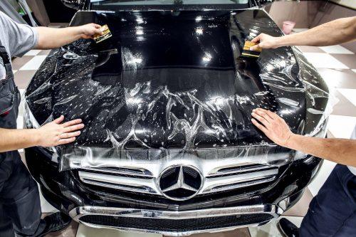 Преимущества оклейки кузова авто защитной пленкой