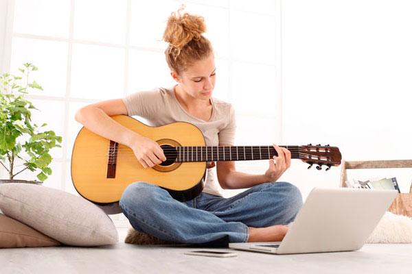 Как самостоятельно научиться играть на гитаре с нуля